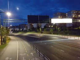 Trondheim Norvège - vue de nuit route et piste cyclable - télégéré par contrôleurs Citylone